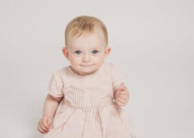 billede af baby pige i lyserød kjole