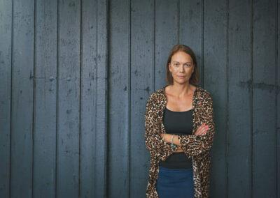 Henriette Lemvig, fotograferet hjemme på hendes gård, på Fyn