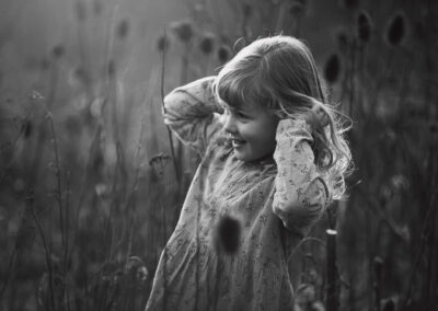 sort-hvid billede af barn paa stige oe fyn odense